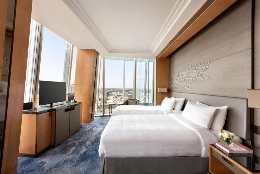 Deluxe King Room with City View - Shangri-La The Shard, London
