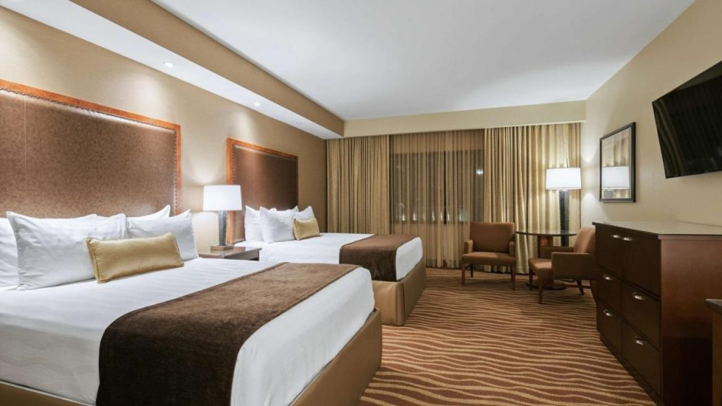 Oversize Queen Room with Two Queen Beds - Best Western Premier Grand Canyon Squire Inn